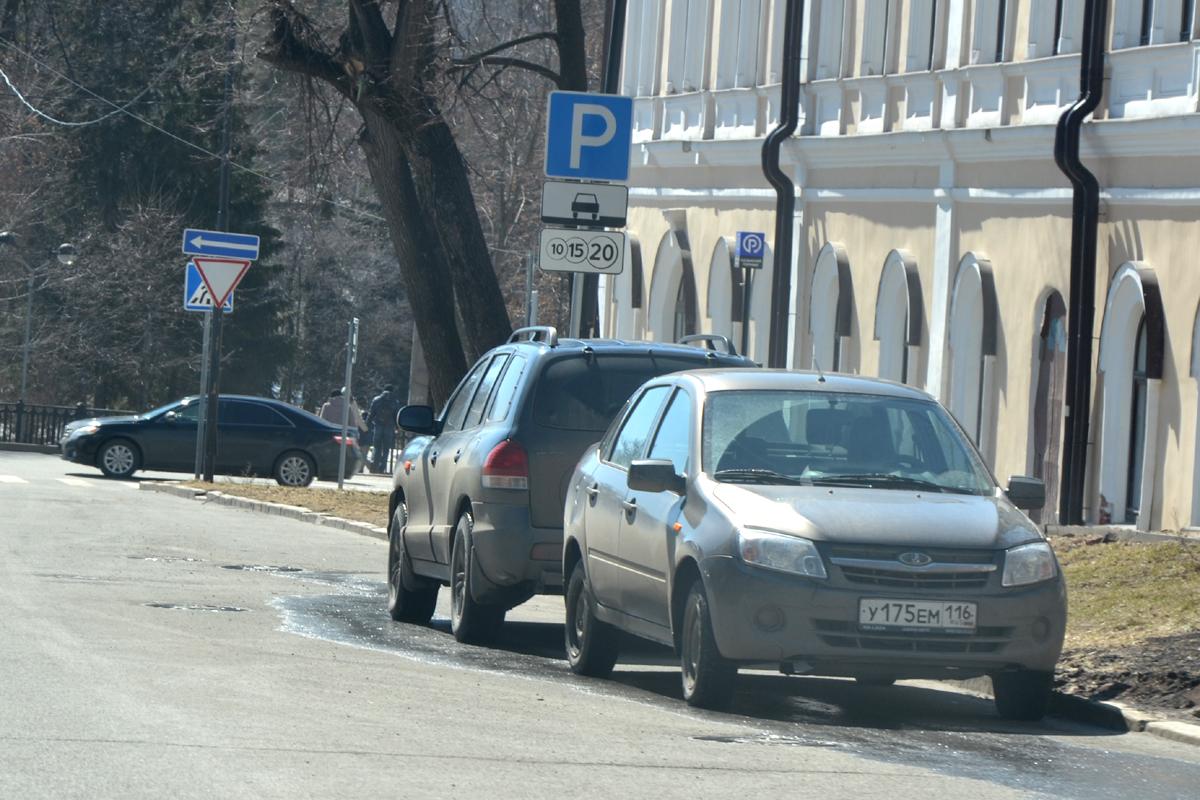 Платные парковки Казани чаще всего используются бесплатно